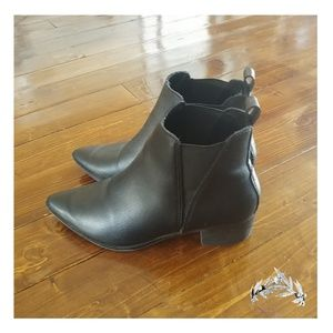 Pointing Ankle Boots
